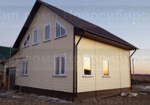 Фото готового недорогого, каркасного дома с гаражом из СИП панелей по проекту №16, 165 м2 с отделкой под ключ сайдингом (Новосибирск, Томск, Барнаул, Алтай, Новокузнецк)