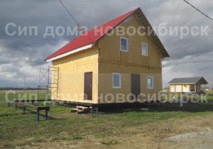 Недорогой, двухэтажный, каркасный дом из СИП панелей 121 м2 с покрытием кровли под ключ из красной металлочерепицы (Новосибирск)