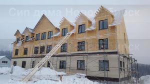 Фото строительства и внешней отделки гостиницы из СИП панелей по готовому проекту № 18, 974 м2 (п. Шерегеш, Новосибирск, Кемерово, Новокузнецк, Томск, Алтай, Барнаул)