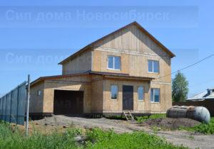 Быстровозводимый, недорогой дом с гаражом из СИП панелей. Фото готового дома построенного по проекту 11 (Новосибирск, Томск, Барнаул, Алтай, Новокузнецк)