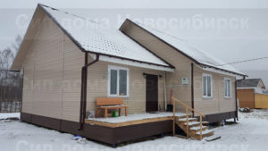 Фото готового каркасного дома из СИП панелей по проекту 27 (103 м2) с внешней отделкой под ключ (Новосибирск)