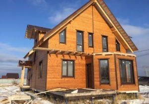 Фото готового дома из СИП панелей по проекту 12, 189 м2 с внешней отделкой под ключ с имитацией бруса (Новосибирск)