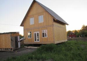 Фото готового, классического, недорогого, каркасного дома из СИП панелей по проекту 53, 127 м2 с покрытием кровли под ключ металлочерепицей (Новосибирск)